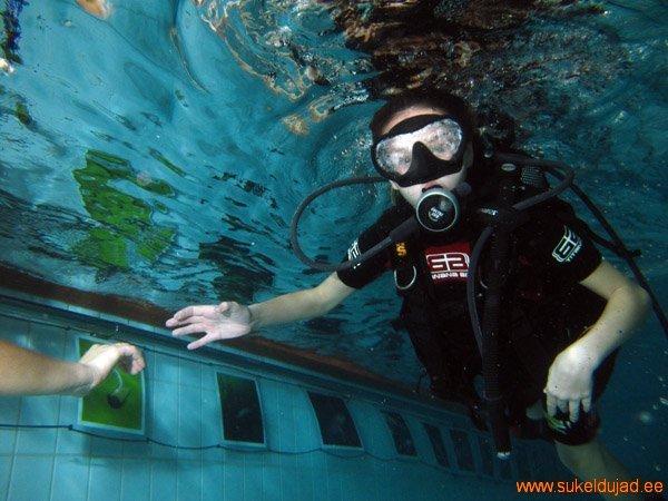 sukeldumine-silmad-vees-meresuu3