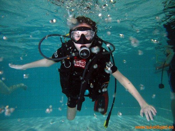 sukeldumine-silmad-vees-meresuu4